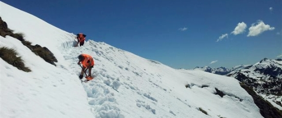 Ranger Robbie benching snow along the Kepler Track.