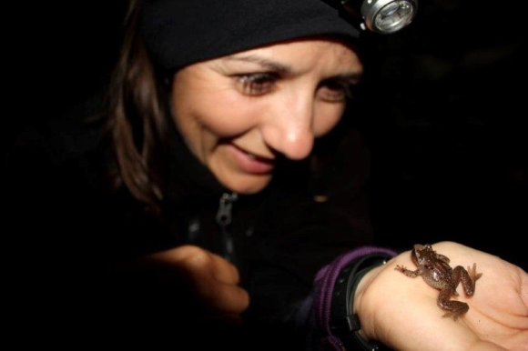 Jen and an Ascaphus frog.