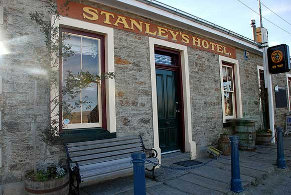 Stanley's Hotel—an old hotel with modern facilities. Photo: Peter Tillman | CC BY 2.0.