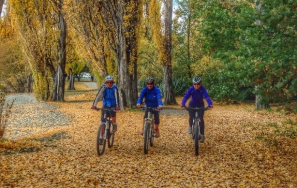 Three riders getting ready for some autumn riding. Photo: Annette Grieve.