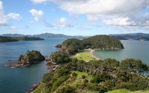 Motuarohia/Roberton Island. Photo: Emma Gawen | CC BY-NC-SA 2.0.