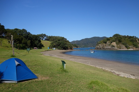 Campsite on the beach at Cable Bay, Urupukapuka Island. Photo: Beverley Bacon.
