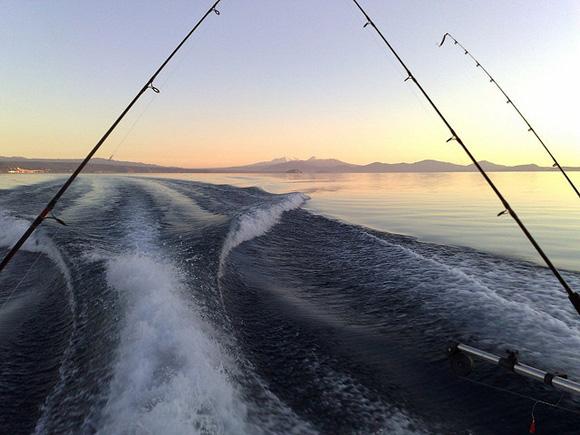 Fishing on Lake Taupo, New Zealand. Photo: Dino Borelli | CC BY-NC 2.0.