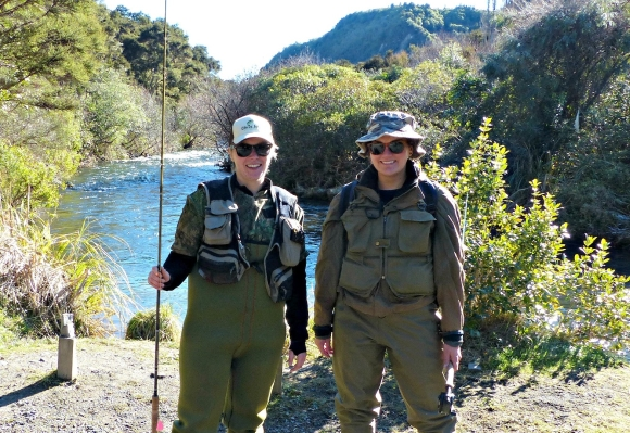 Amelia and Evelien in front of a river and ready to go fishing.