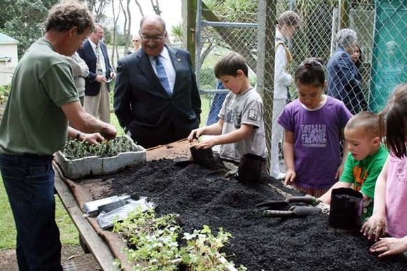 Students propagating plants with the former Governor General.