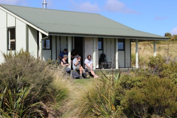 Rangiwahia Hut on a sunnier day. Photo: DOC.