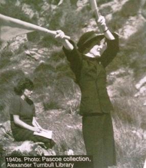 Women's Royal Navy Service semaphoreon Matiu Somes Island.